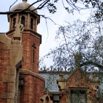 magic kingdom liberty square haunted mansion exterior
